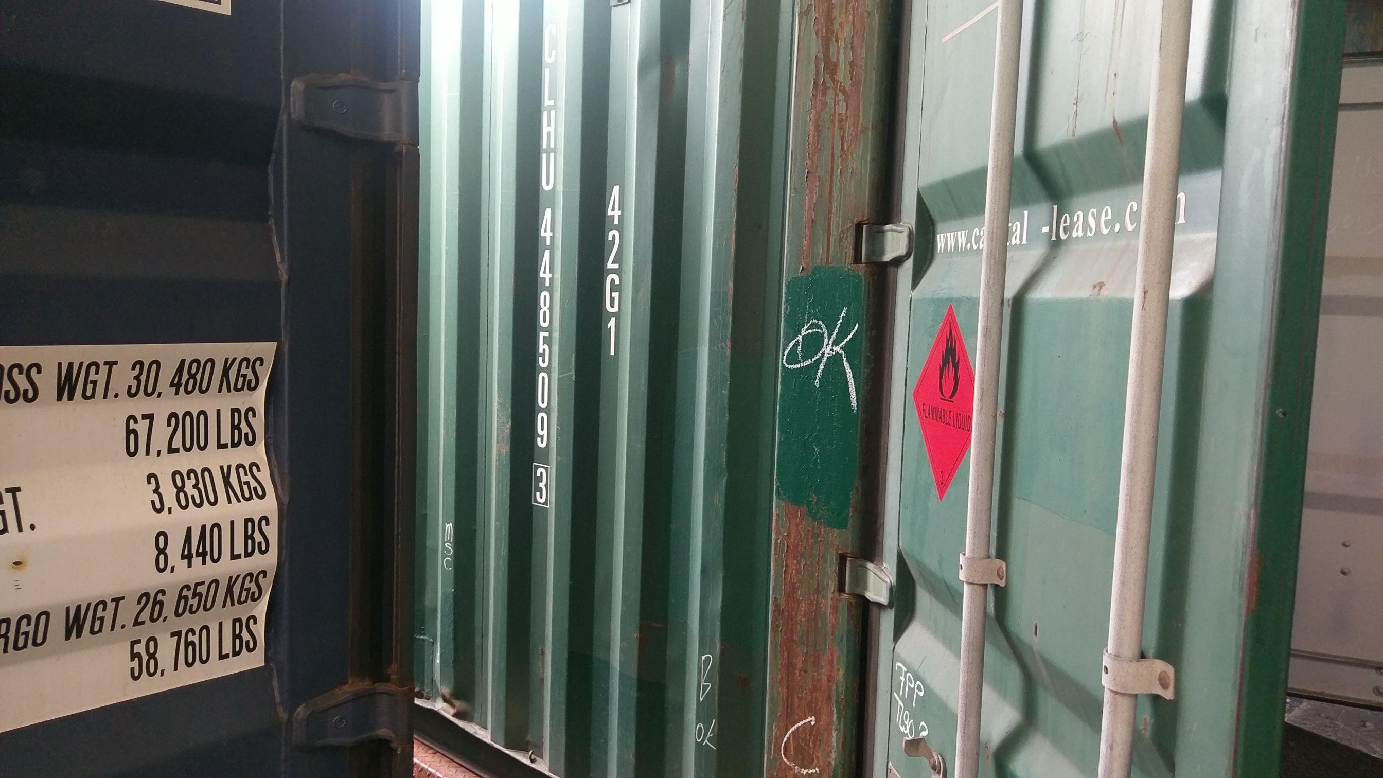Gefahrgutcontainer in grün