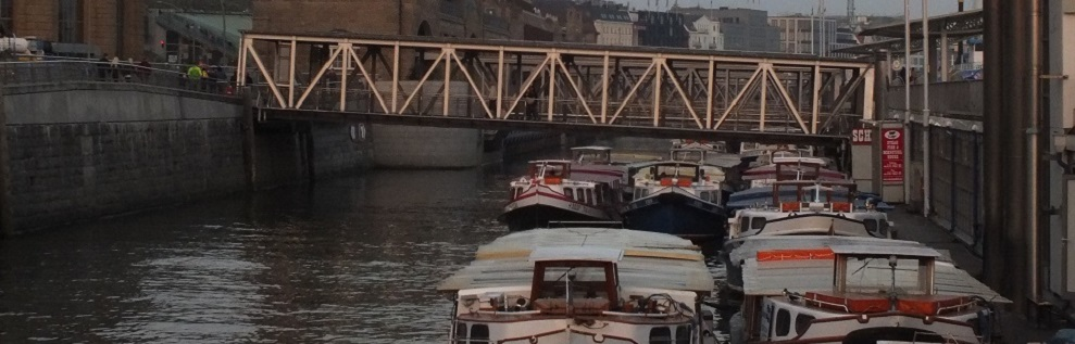 Barkassen an den Landungsbrücken in Hamburg